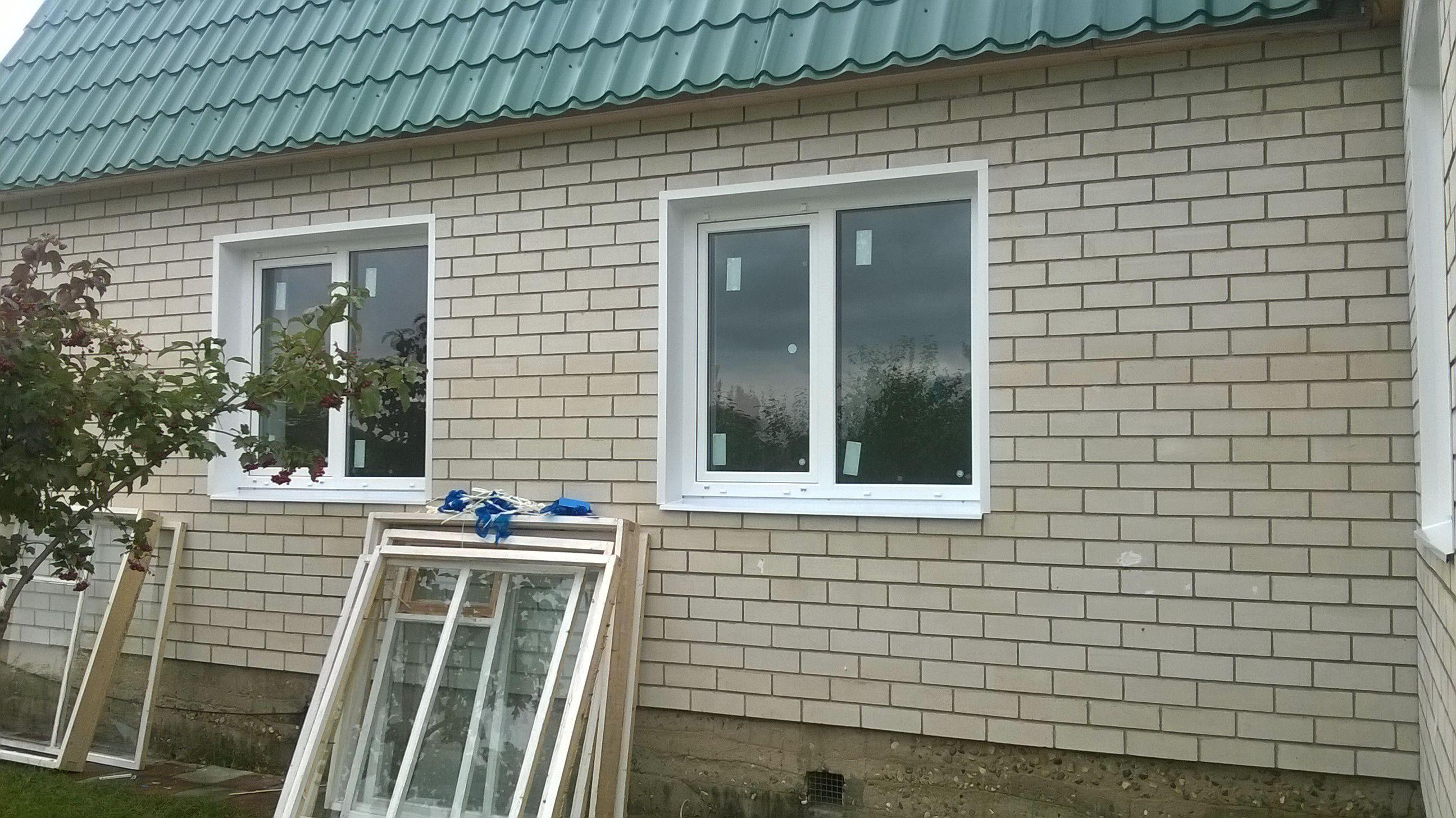 narujnyaya-otdelka-okna-pvh-malenkoe-okno